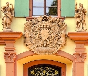 Kanzlei, reich geschmücktes Eingangsportal, 1752.