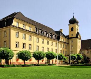 Vorburg, Schwesternhaus St. Ludwig mit Kirche.