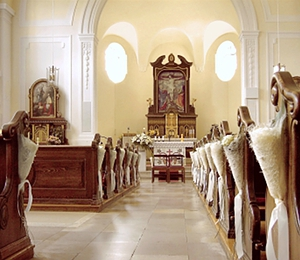 Blick in den Chor der neobarocken Schlosskirche.