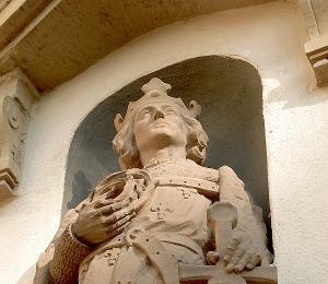Eingangsbereich: König St. Ludwig IX von Frankreich.